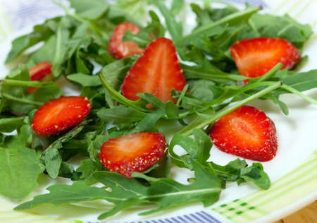ruccola: Dietary salad with  strawberry and ruccola;
