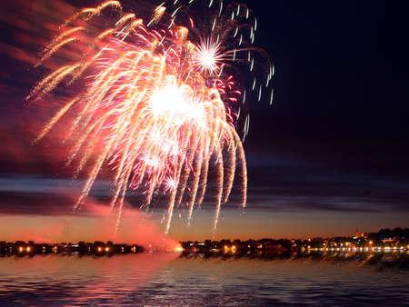 festal: Celebrativo firework luminoso in un cielo notturno