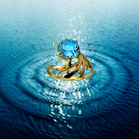 jewelle:  Jewelry golden topaz ring in water waves