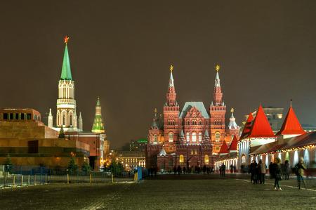 red square moscow: Plaza Roja de Mosc� en la noche de invierno Foto de archivo