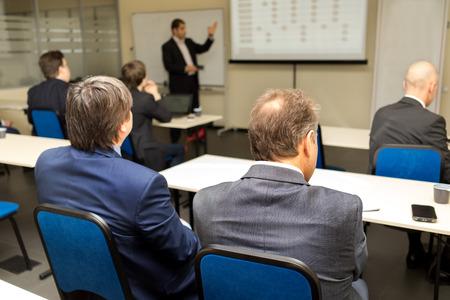 sala de reuniones: Taller de negocios y presentación. Audiencia en la sala de conferencias.