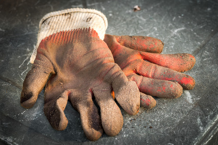 Dirty work gloves laying on the table Stockfoto