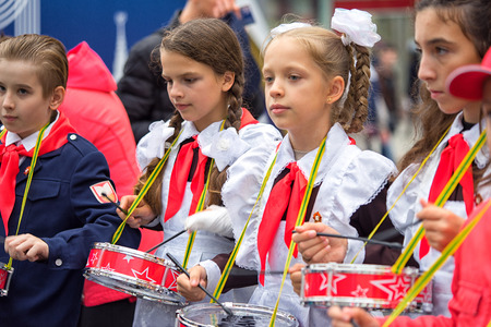 pioneer: Russia, Moscow - September 11, 2016: Moscow City Day. Moscow residents and guests celebrate the 869 anniversary of the city. Performance on Tverskaya Street. Public-event. Pioneer drummer children.