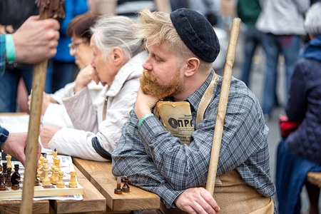 groundskeeper: Moscow, Russia - September 11, 2016: the celebration of 869 years of the city of Moscow.  Historical reconstruction - a man in a suit janitor 60s playing in the courtyard of chess with pensioneers