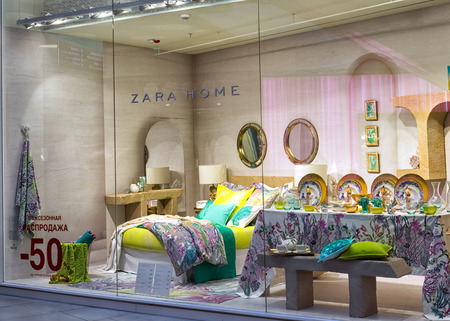 Moscow, Russia - April 02, 2017: Shop window of a Zara home store. Redactioneel