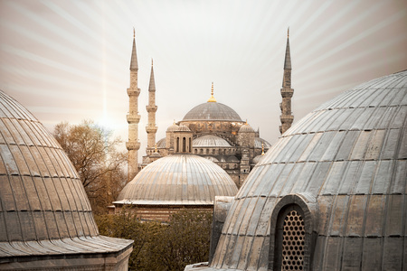 Sun rays radiance from the Blue Mosque (Sultan ahmet Camii), Istanbul, Turkey. View from the roofs. 版權商用圖片