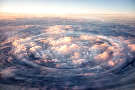 Uragano da vicino. Vista satellitare.