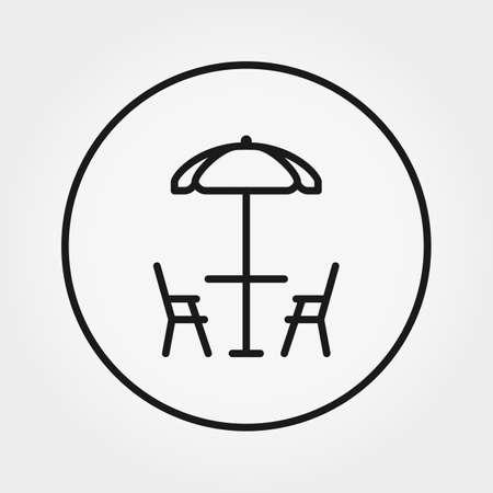 Table et chaises sous parasol. Café de plage.
