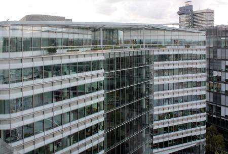 建物のガラスのファサード
