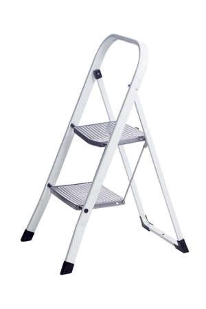 Kleine metalen ladder op een witte achtergrond