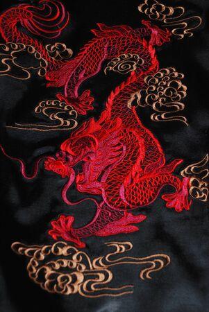 dragon rouge: Red dragon sur l'atlas noir