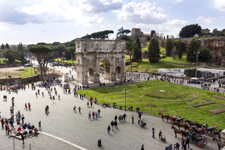 view of the triumphal arch of Constantine in Rome from the Colosseum on a Sunny spring day ,Italy ,people walking down the street in Rome, tourists Reklamní fotografie - 122642038