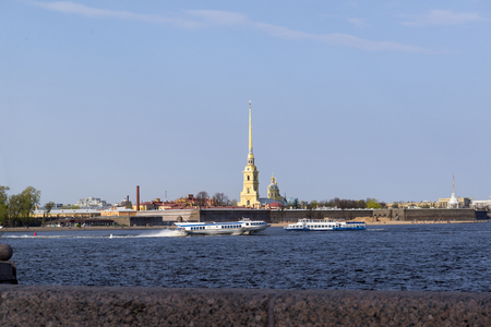 pleasure boats on the Neva river on the background of the Peter and Paul fortress in the spring Reklamní fotografie - 122781181