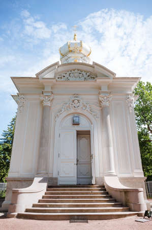 white Orthodox Church in the style of classicism on a Sunny day against the sky, Saint Petersburg 免版税图像