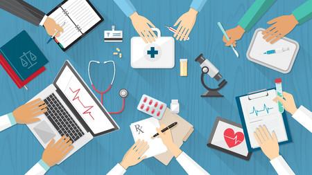 equipe medica: Medical team di desktop con medici e attrezzature mediche