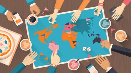 Mensen samen spelen met een bordspel met wereldkaart, vintage stijl