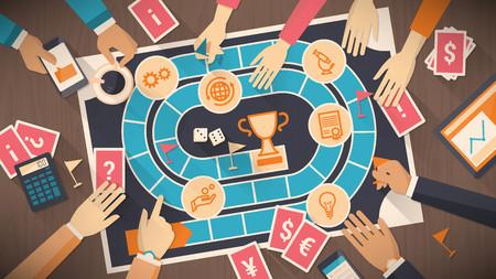 jeu: Les gens d'affaires qui jouent ensemble avec un jeu de plateau avec le concept de l'entreprise, la strat�gie et le concept de la concurrence