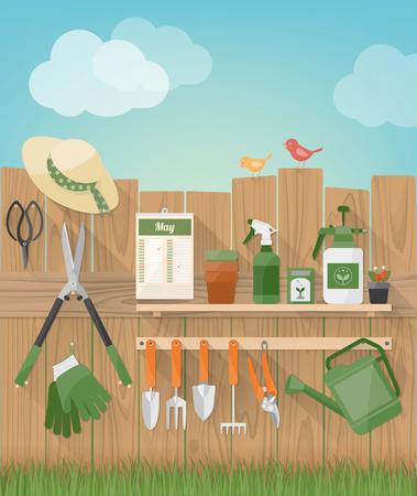 Jardinería y bricolaje jardín manía con valla de madera con herramientas colgante, plantas y aves, hierba en el fondo Vectores