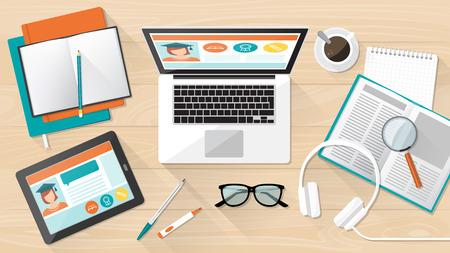 estudiando: E-learning, la educación universitaria y la bandera, el escritorio del estudiante con portátiles, tabletas y libros