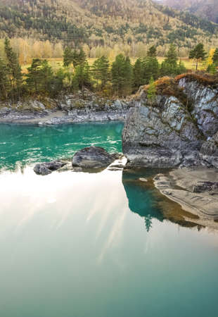 katun: Turquoise water of Katun river surrounded by steep cliffs. Near the island Patmos in Altai mountains, Siberia, Russia. Stock Photo