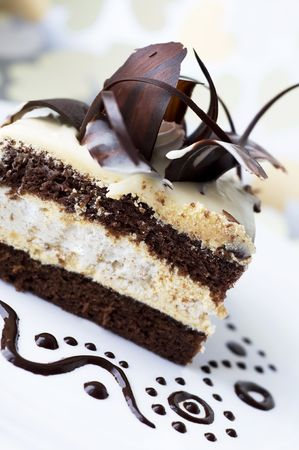 Cake with black and white chocolate 免版税图像