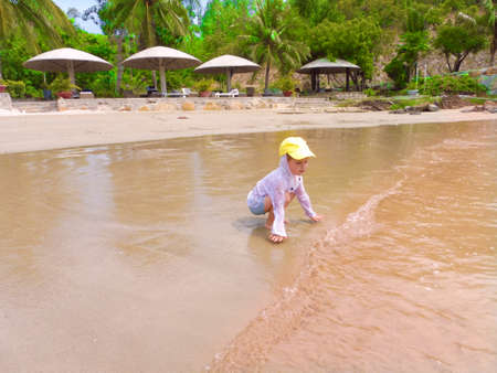 Happy child playing on the beach at the day time Banque d'images