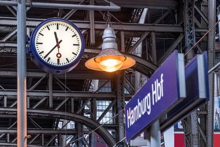 Clock on a track at the central station Hamburg, Germany Imagens - 131730457