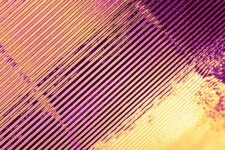 Fondo geométrico con estilo abstracto. Diagonales crecientes. Colores dorado y violeta de moda. Foto de archivo