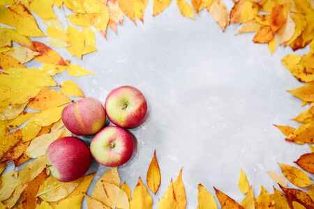 Frame of fallen autumn leaves garnished with ripe apples. Stok Fotoğraf