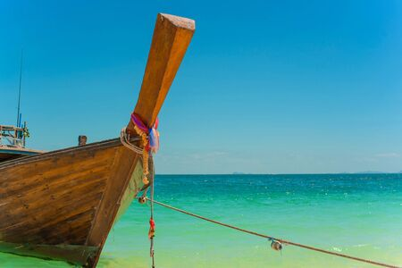 Traditional Thai longtail boat moored on a beautiful exotic beach. Archivio Fotografico - 137271820