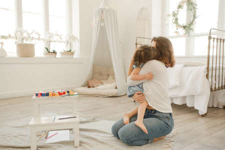 A young mother spends time with her little daughter at home. Banco de Imagens