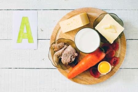 witaminy: Źródłem witaminy A: marchew, masło, ser, mleko, olej z wątroby dorsza, morele, żółtko Zdjęcie Seryjne