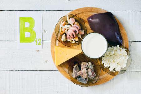 vitamina a: Los alimentos que contienen vitamina B 12: mariscos, hígado, leche, queso, requesón, sardinas en aceite