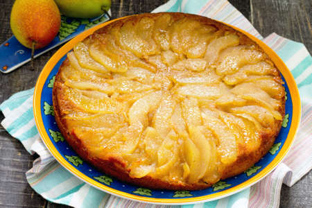 Changeling pie with fresh pears with caramel Foto de archivo