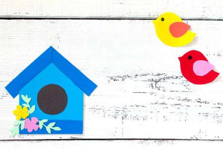 Fondo De Primavera. Dos Pájaros Y Flores De Primavera Sobre Un Fondo ...