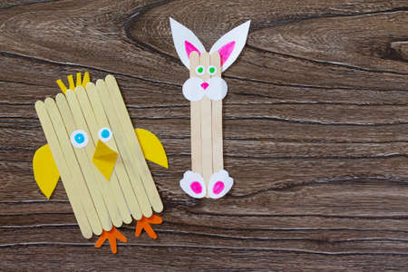 Created by the child an Easter toy from the chickens Easter chicken and rabbit. Made by hand. The project of children's creativity, needlework, crafts for children. Stockfoto