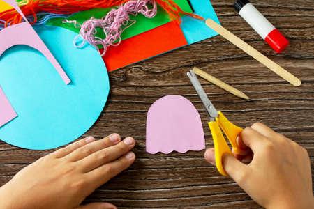 Instructions step 3. Summer puppet stics toy octopus. Handmade. Handmade. Childrens creativity project, crafts for kids.