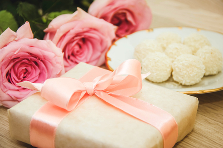 surprise gift: Pink roses and gift