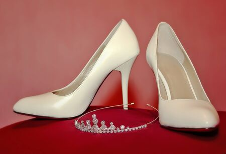 pearly high-heel wedding shoes and diadem photo