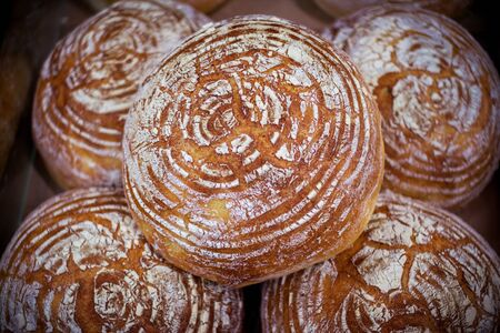 Freshly baked homemade bread with golden crispy crust. Food background. Banque d'images - 132098707