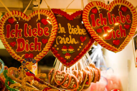 Christmas market in Wuppertal-Barmen, Germany. On the gingerbread heart itsays I love you Standard-Bild