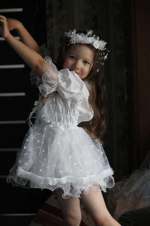 dancing little girl Imagens