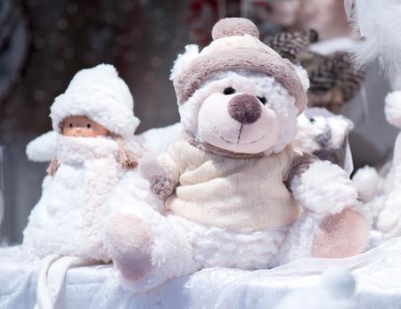 Teddy bear on the Christmas market. A gift for a Christmas holiday. 版權商用圖片