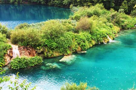Plitvice lago con i colori magici e riflessi sole