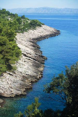 Rocky baia paesaggio e mare cristallino in Korcula, Croazia