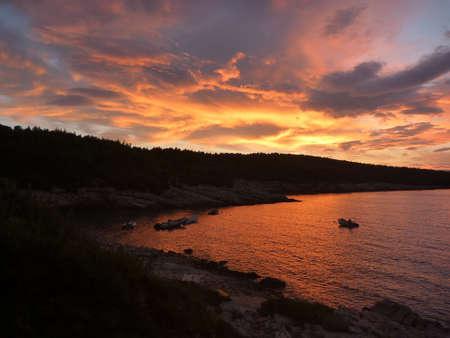 Hvar baia al tramonto con colori incredibili Archivio Fotografico - 31085344