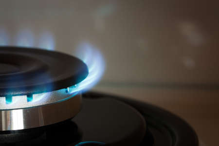 Close Up Propane Gas Burner Burn On Stove In Kitchen Of House With Copyspace. 版權商用圖片