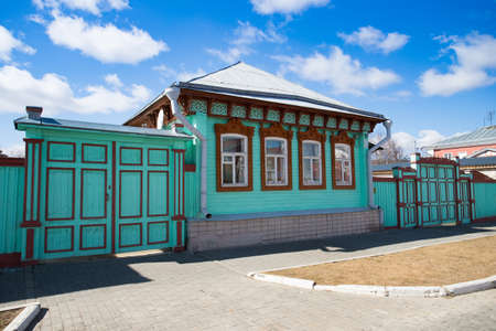 Kolomna, Russia. Beautiful Green Vintage Russian House With Carved Ornaments In Kolomna Kremlin On Blue Sky On Sunny Day In Spring. Фото со стока