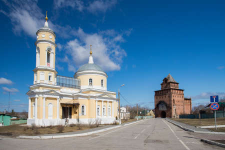Kolomna, Russia. Church Of Exaltation Of Cross (Krestovozdvizhenskaya) With Pyatnitsky Gate (Pyatnitskaya Tower) In Kolomna Kremlin. 版權商用圖片