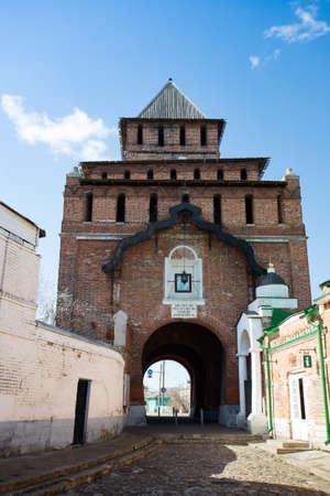 Kolomna, Russia. Pyatnitskie Gate (Pyatnitskaya Tower) Of Kolomna Kremlin In Sunny Day Under Blue Sky On Spring. 版權商用圖片
